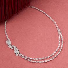 今、ジュエリーモチーフとして人気の羽根を取り入れたダブルレイヤーのネックレス。 NICE ネックレス 商品番号: 5493404 <税込>58,850円