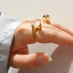 〈nand jewelry〉 リング各種 ¥11,000~(税込) イヤカフ各種 ¥5,500~(税込)