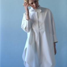 CLAUDIA ¥35,200 (税込) Size: フリー  Color:ホワイト/ネイビー ※付襟は別売です。