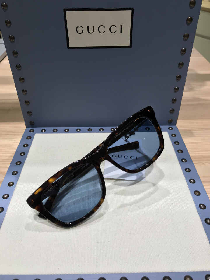 グッチ  GG449S-003 ¥40,700(税込) 定番スタイルなれどブルーのレンズがフレッシュ 視界もクリアに確保できます