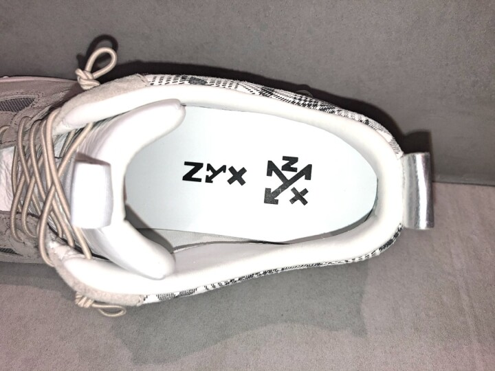ZYXオリジナルブランドのため、インソールもZYXのロゴ入りです♪