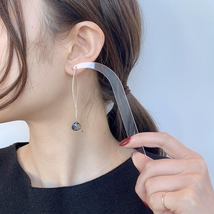 Thread thru(K14WG,BluebTopaz) 【価格】¥71,500 【サイズ】全長約6cm 【素材】K14YGWG、ブルートパーズ