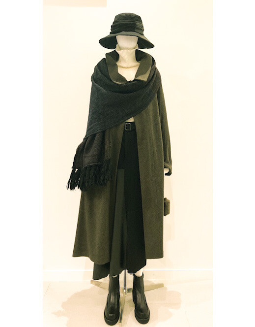 coat ¥ 96,800 (tax in) skirt ¥ 85,800 (tax in)